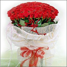 Capture the heart of someone special with our 100 red roses Bunc